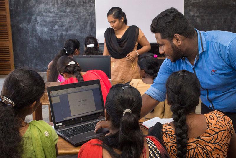 Die Zahl der Lehrer und Ausbilder im Lanka Learning Center ist zu gering, um Kindern und Jugendlichen einen ausreichenden Bildungsstandard zu ermöglichen.Foto: ©Lichtbildarena