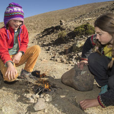 Kleines Feuer für die kalten Hände auf dem Weg nach ChachasFoto:©Lichtbildarena